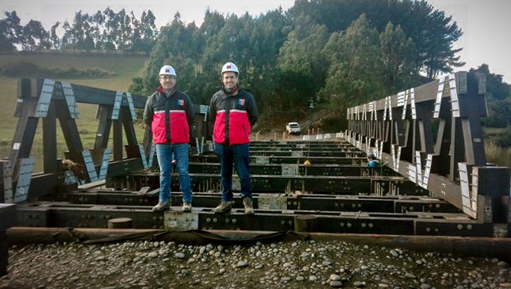 Autoridades en el puente modular
