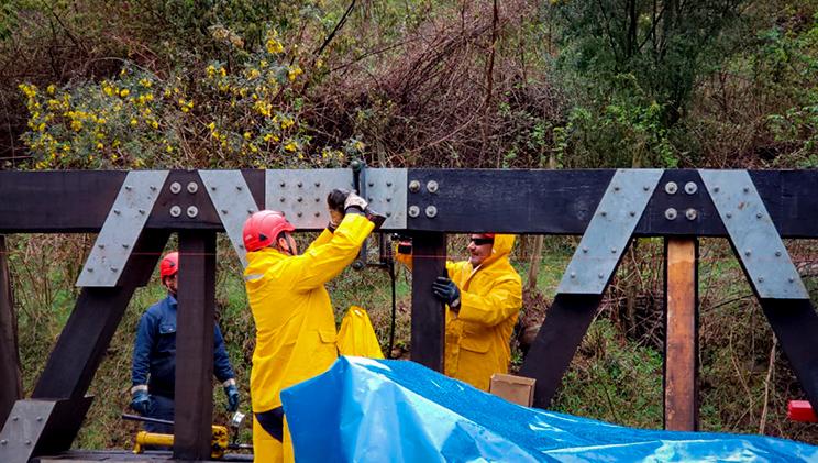 Tecnicos en montaje puentes grupo de técnicos en montaje puentes modulares